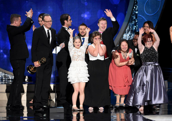 s_cast-members-wins-emmy